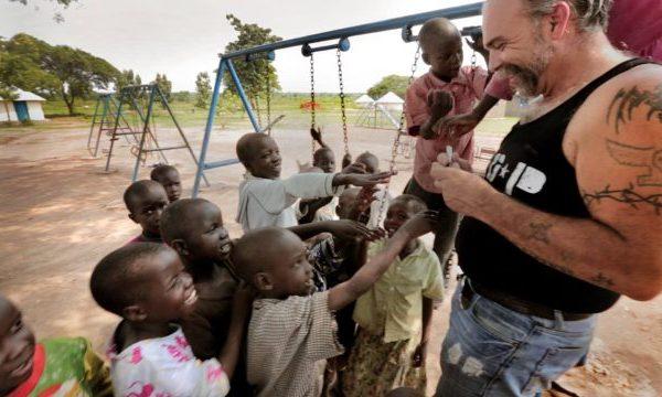 Sam Childers, el exnarcotraficante que dedica su vida a rescatar niños en Sudán